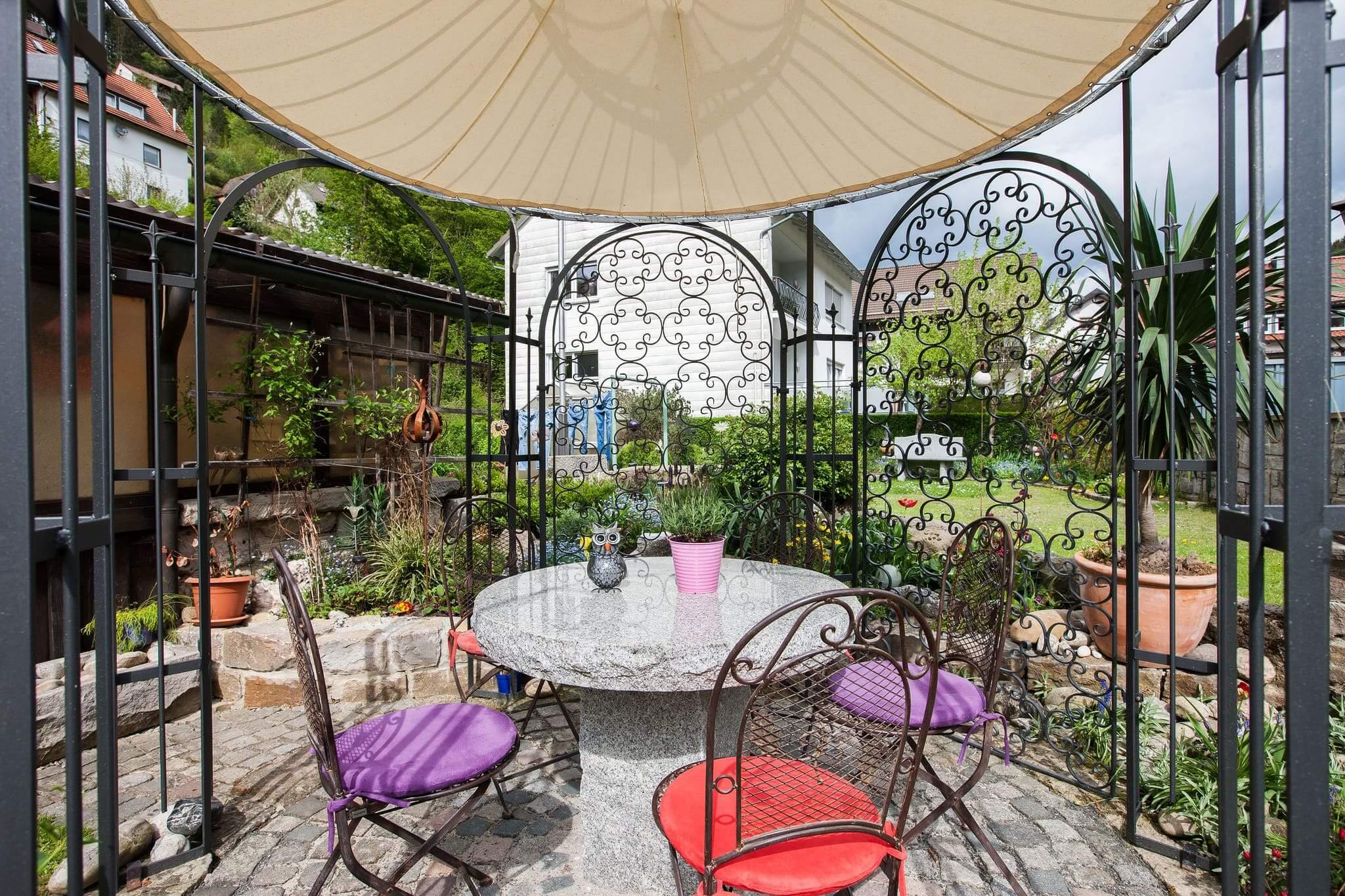 Gartenpavillon Milano mit Sonnensegel und Rankgitter Rosa, pulverbeschichtet