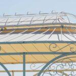Gartenpavillon Verona mit Sonnensegel, Detailaufnahme Kuppel, pulverbeschichtet in Sonderfarbe Weiß. Wir empfehlen das Sonnensegel am unteren Ring zu befestigen.