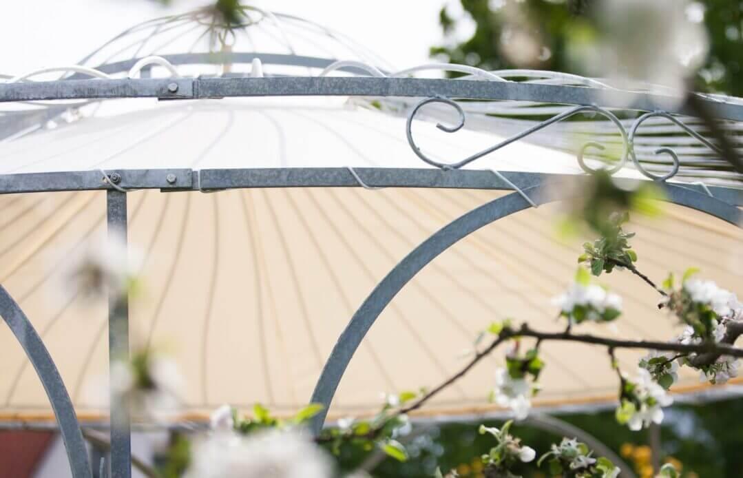 Sonnensegel an Pavillon Florenz, feuerverzinkt